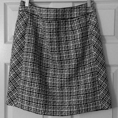 Black and white skirt Perfect winter skirt. Shell: 62% acrylic 18% polyester 13% wool. Lining is 100% polyester. White House Black Market Skirts Midi