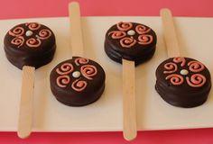 Paletas de alfajores de chocolate.