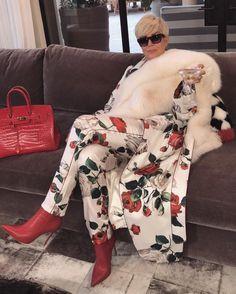 Kris Jenner on how to have yourself a very Kardashian Khristmas Lol Memes, Funny Memes, Kristin Cavallari, Teyana Taylor, Namjin, Kourtney Kardashian, Kardashian Jenner, Jikook, Funeral