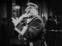 最後一笑 - Der letzte Mann(1924)Germany__My Rating:8.4/10__Director:F.W. Murnau__Stars:Emil Jannings、Maly Delschaft、Max Hiller
