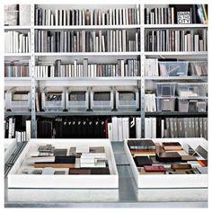 #homeinspo Musterräume sind der wichtigste Raum in einem Innenarchitekturstudio! In unserem Musterraum finden Sie Tausende von Mustern von Lieferanten in den Vereinigten Arabischen Emiraten und auf der ganzen Welt! Wie würde Ihr Traummusterraum aussehen?