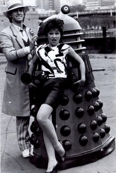 The Doctor (Peter Davison) & Tegan Jovanka (Janet Fielding) - Doctor Who Fifth Doctor, I Am The Doctor, Good Doctor, Peter Davison, Die Füchsin, Doctor Who Companions, Classic Doctor Who, Watch Doctor, Dalek