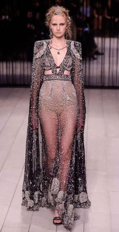 Alexander McQueen, FW16 ☆♡ Follow us @OneFleur for more daily inspo ☆♡ Use 'Pinterest10' for 10% off your order