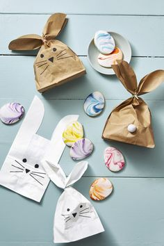 Make custom Easter decorations and desserts with these free printable templates from Good Housekeeping. Once printed, turn basic materials into adorable bunny treat boxes, goody bags, and egg-shaped sugar cookies. Easter Table, Easter Party, Craft Stick Crafts, Diy Crafts, Craft Ideas, Easter Templates, Diy Osterschmuck, Bunny Bags, Bunny Birthday