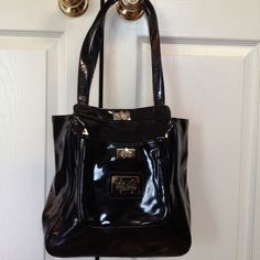 MAXX NEW YORK SIGNATURE Shoulder Bag This is a fun and roomy bag.  It's in fairly good condition.  The interior is very clean. It has a Keychain attached inside.  The finish of the bag is not perfect. Please check the second picture. MAXX NEW YORK Bags Shoulder Bags