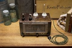 Radio lamp with charging station