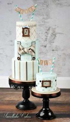 """Tamara Woutersen (Gemeente Zoetermeer, Нидерланды) Gothic, victorian, steampunk and vintage / I am a self taught hobby baker that loves making cakes inspired by gothic/victorian/steampunk fashion. Next to that style, I also like making vintage, shabby chic cakes. I love texture and am always trying to get a """"fabric"""" look on my cakes. You can also find me here: https://www.facebook.com/SweetlakeCakes/"""