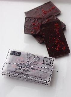 Chocolate en forma de cartas de amor ¿qué más se puede pedir? #TequilaOmega