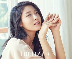 AOA's Seolhyun makes eye contact with 'High Cut' wearing 'Acuvue' lenses! | allkpop.com