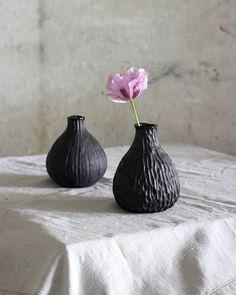 """Henriikka Leppänen on Instagram: """"Mie oon tykästyny nyt tämmösten pienten putelien tekemiseen, nää on kivoja maljakoita pienille kukkasille tai oksankäkkyröille, luonnosta…"""""""
