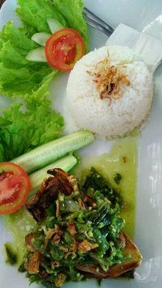 Bebek goreng jo sambalado hijau... tambuah ciek