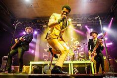 Nalle Colt -guitarra- Ty Taylor -voz- y Rick Barrio Dill -bajo-  Vintage Trouble, WOP Festival 2015, Santana 27, Bilbao, 12/XII/2015. Foto por Dena Flows  http://denaflows.com/galerias-de-fotos-de-conciertos/v/vintage-trouble/