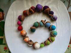 Filzeicheln / Felt acorns Acorn, Held, Beaded Bracelets, Thanksgiving Ideas, Crafts, Dyi, Children, Nature, Fall Crafts