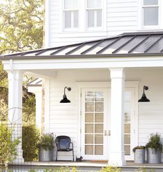 Exterior Paint Colors - You want a fresh new look for exterior of your home? Get inspired for your next exterior painting project with our color gallery. All About Best Home Exterior Paint Color Ideas Farmhouse Front Porches, Modern Farmhouse Exterior, Fresh Farmhouse, Farmhouse Style, Rustic Farmhouse, Italian Farmhouse, Industrial Farmhouse, Farmhouse Design, Exterior Paint
