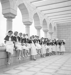 ROYAL AIR FORCE MEDICAL SERVICES, 1939-1945. -- Recently-arrived nursing sisters of the Princess Mary's Royal Air Force Nursing Service gathered on the balcony of No. 5 RAF General Hospital, newly established at Abassia, Egypt.