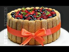 Tort Tiramisu cu fructe de padure si mascarpone , un tort delicios si revigorant. Reteta de Tort Tiramisu cu fructe de padure este Choux Pastry, Fluffy Pancakes, Italian Desserts, Easy Cake Recipes, Mousse, Cheesecake, Deserts, Food And Drink, Sweets