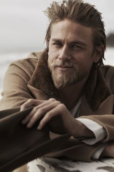 Welcome to Hunnam Source, your number one source for everything Charlie Hunnam, best known for his role of Jax Teller in FX drama show Sons of Anarchy, Raleigh Becket in Pacific Rim and Perceval Fawcett in the upcoming movie The Lost City of Z. Charlie Hunnam, Charlie Charlie, Pretty People, Beautiful People, Hair Men Style, Man Style, Actrices Sexy, Hommes Sexy, Moustaches