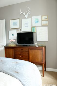 How to camouflage a TV set with a gallery wall. Love this idea to make your television less of an eyesore. And who doesn't love a gallery wall of pretty frames?!