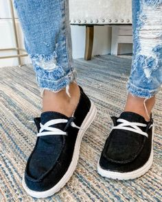 Sneakers Mode, Sneakers Fashion, Shoes Sneakers, Women's Shoes, White Boat Shoes, Black Shoes, Lace Up Flats, Summer Shoes, Shoes Online