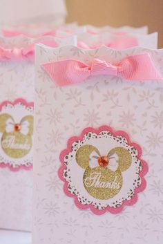 My daughter Talula was turning three and there was nothing she loved more than Minnie Mouse! I decided to change it up a bit by putti. Minnie Mouse Theme Party, Minnie Mouse 1st Birthday, Minnie Mouse Baby Shower, Minnie Mouse Pink, Mickey Party, Minnie Golden, 3rd Birthday Parties, 2nd Birthday, Party Ideas