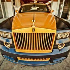 WOW! Luxurious Rolls-Royce!!