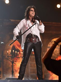 Alice Cooper Photos Photos - Singer Alice Cooper of Hollywood Vampires performs onstage during The GRAMMY Awards at Staples Center on February 2016 in Los Angeles, California. - The GRAMMY Awards - Roaming Show Kirk Gibson, Heavy Metal Rock, Los Angeles Clippers, Alice Cooper, Jack White, Rock Music, Hard Rock, Rock N Roll, Metallica