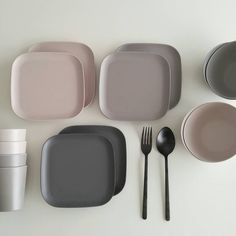 Kitchen Room Design, Kitchen Interior, Ceramic Plates, Ceramic Art, Kitchen Plates Set, Grey Dinner Plates, Rose Gold Kitchen, Dining Ware, Clay Design