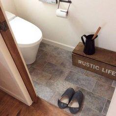 トイレに置くのも素敵ですが、スタンドがピッチャー型になっているので、同じ型を買ってガーデニング用に使うのもアリですね。