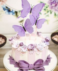 wedding cakes purple This beautiful cake would be amazing to choose if you want to have a themed butterfly wedding. Purple Butterfly Cake, Butterfly Wedding Cake, Butterfly Birthday Cakes, Purple Wedding Cakes, Birthday Cakes For Women, Butterfly Cakes, Birthday Cake Girls, Butterfly Party, Birthday Wishes
