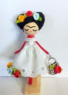 Broche de muñeca Frida Kahlo por Delafelicidad en Etsy Muñecas Frida Kahlo 375cb77b29d