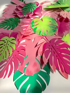 DIY - Hawaiian Party with giant paper flowers ⋆ Facing The Sea - Hawaiian party with giant paper flowers Best Picture For decorations vintage For Your Taste You a - Aloha Party, Tiki Party, Luau Party, Beach Party, Hawaiian Birthday, Luau Birthday, Dinosaur Birthday Party, Hawaiian Parties, Hawaiian Luau