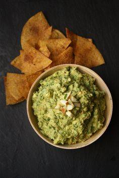 On the Job: Big Apple Guacamole with Sweet & Savory Baked Tortilla Chips - Feed Me Phoebe #guacbowl
