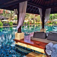 Relaxing at the Club pool Intercontinental Bali, Jimbaran