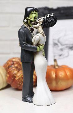 Horror Wedding, Edgy Wedding, Fall Wedding, Dream Wedding, Black Wedding Themes, Gothic Wedding Ideas, Gothic Wedding Cake, Wedding Ceremony, Rocker Wedding