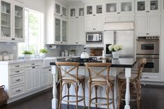 Gorgeous white farmhouse kitchen!!