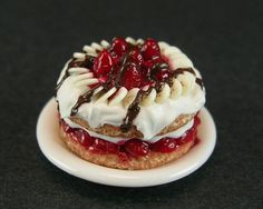 #TodayILove.. stawberries and #chocolate! And this Strawberry-Banana Shortcake idea is amazing.