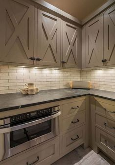 Best Rustic Farmhouse Kitchen Cabinets Makeover Ideas - Page 24 of 48 Kitchen Cabinets And Backsplash, Farmhouse Kitchen Cabinets, Kitchen Cabinet Doors, Modern Farmhouse Kitchens, Kitchen Cabinet Design, Home Kitchens, Rustic Farmhouse, Rustic Cabinets, Backsplash Ideas