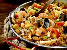 Paella ist ein Rezept mit frischen Zutaten aus der Kategorie Reis. Probieren Sie dieses und weitere Rezepte von EAT SMARTER! Eat Smarter, Kung Pao Chicken, Pasta Salad, Shrimp, Dinner Recipes, Rice, Meat, Ethnic Recipes, Food