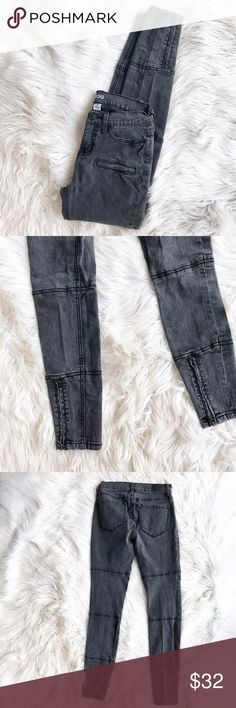 BDG Black Wash Motto Jeans Excellent condition black washed motto jeans by BDG. Zipper detailing at the bottom. Lightly worn, black wash with an intentional slightly faded look. Size 26. Measurements to come. No trades. offers welcome. BDG Jeans Skinny