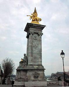 Monumentos da Ponte Alexandre III, Paris.