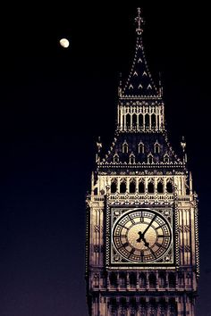 【月 月亮 Moon】        exquisite-senses:  17:05 in London  Proud to be a Londoner! <3