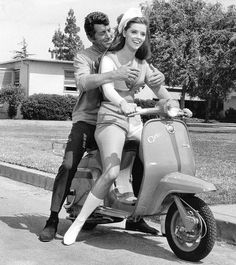 Matt hitches a ride, but can't find a handhold. Piaggio Scooter, Scooter Motorcycle, Vespa Lambretta, Scooters, Vespa Girl, Scooter Girl, The Libertines, My Beautiful Friend, Sixties Fashion