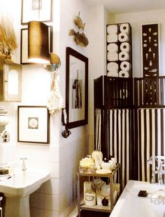 Vintage Style bathroom in Black and White