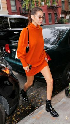 Bella Hadid Wore an Orange Sweater Dress in New York City Bella Hadid Outfits, Bella Hadid Style, Cute Comfy Outfits, Pretty Outfits, Stylish Outfits, Gigi Hadid, Kendall, Orange Sweaters, Colorful Fashion
