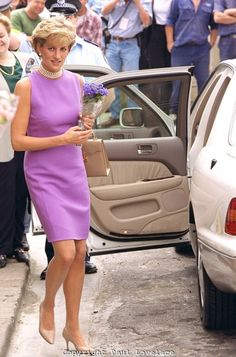 Diana in Versace. Official opening of the Victor Chang Research Institute, Sydney, November 1996.