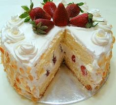 Happy Home Baking: Strawberry Sponge Cake. The cake tastes good with the cream, strawberries and nutty almond combination. The sponge layer is sweet and moist, overall a tasty and yumilious cake ; Asian Desserts, Just Desserts, Delicious Desserts, Dessert Recipes, Steamed Sponge Cake Recipe, Sponge Cake Recipes, Strawberry Sponge Cake, Vanilla Sponge Cake, Lemon Sponge