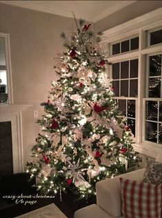 Are you searching for pictures for farmhouse christmas decor? Check this out for very best farmhouse christmas decor images. This cool farmhouse christmas decor ideas seems to be totally amazing. Beautiful Christmas Trees, Christmas Tree Themes, Christmas Tree Decorations, Cardinal Christmas Decor, Farmhouse Christmas Decor, Outdoor Christmas, Rustic Christmas, Simple Christmas, Silver Christmas