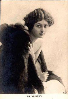 Lina Cavalieri French postcard by RPH, Paris, no. 5001. Photo: Reutlinger, Paris.