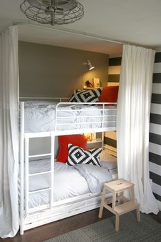 IKEA TROMSÖ bunk bed with trundle (and a tutorial on how to make bunk beds more easily) with hideout curtain