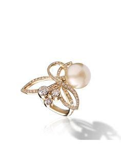 Chanel ~ Baroque ring in 18k yellow gold, cultured pearl and diamonds. BAROQUE CHANEL